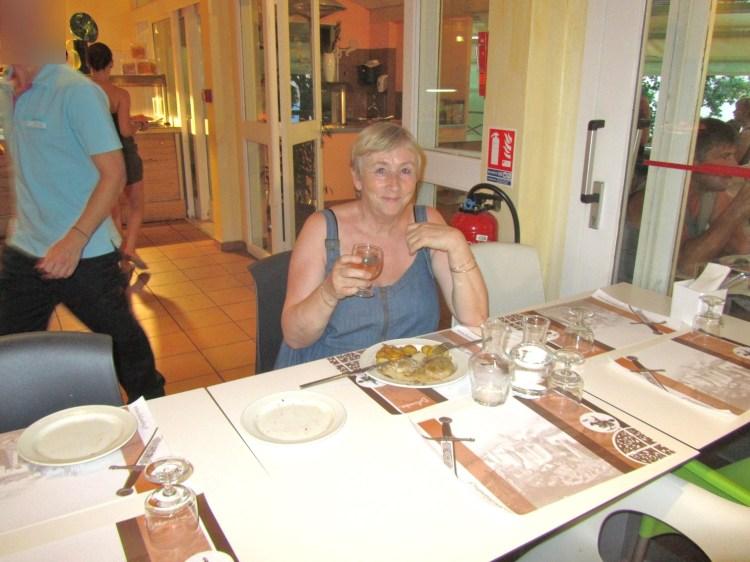 22 moi a table