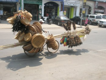 voyage cambodge insolites transport velo mobylette